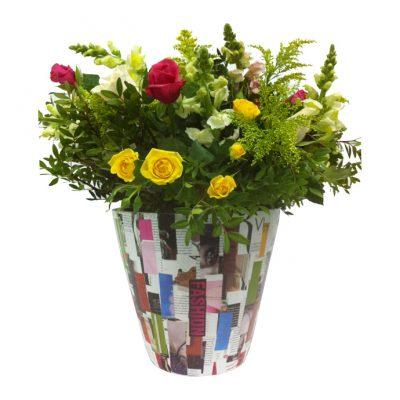 Collage-σε-γλάστρα-34εκ(Υ)Χ40εκ(Δ)-με-πολύχρωμη-σύνθεση-από-λουλούδια-εποχής