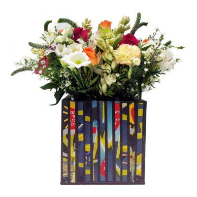 Collage-σε-τετράγωνη-βάση-20x20x20-με-σύνθεση-από-λουλούδια-εποχής